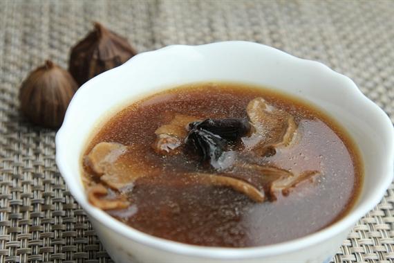 姬松茸黑蒜湯